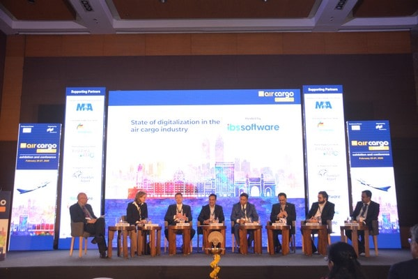 (L-R) Glyn Hughes of IATA, Dorothea von Boxberg of Lufthansa Cargo AG, Dennis Lister of Emirates SkyCargo, Huned Gandhi of Dachser India, Manoj Singh of Mumbai International Airport, Keku Gazder of AAICLAS, Halit Tuncer of Turkish Airlines and Ashok Rajan of IBS Software