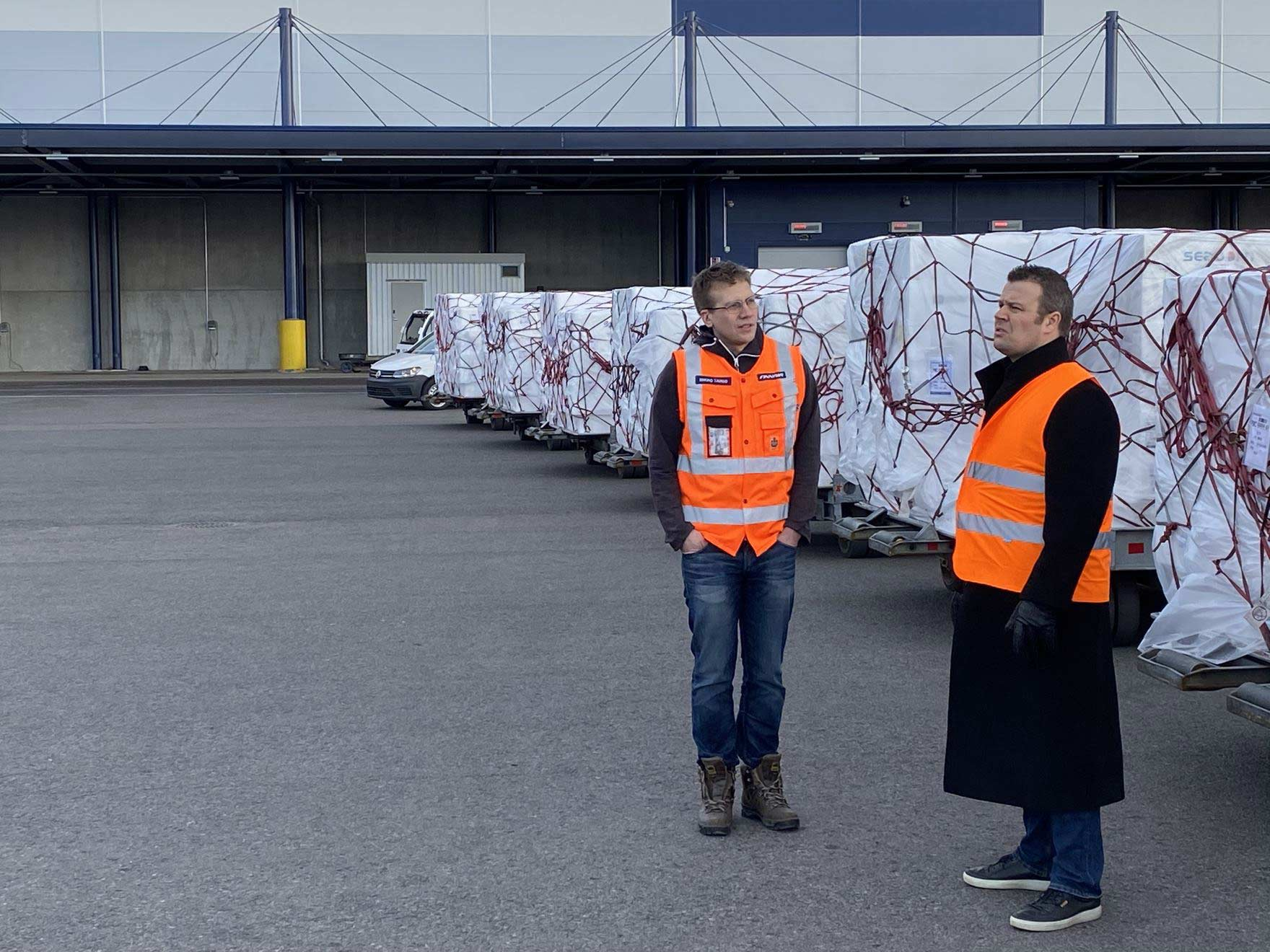 Finnair cargo staff prepare for the departure of the A350 to South Korea