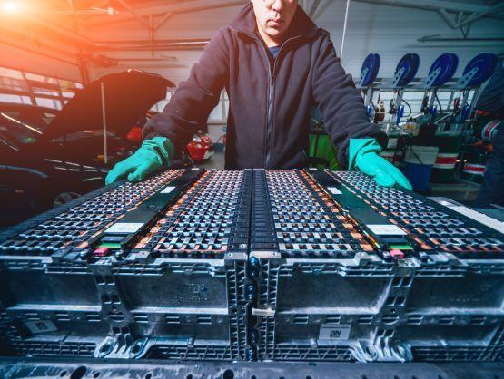 DB Schenker starts new service for battery logistics
