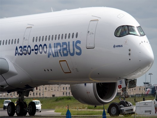 alc leases first of six airbus a350 900 xwb to malaysia airlines