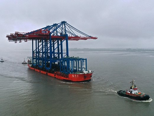 Port of Hamburg takes delivery of three new container gantry cranes
