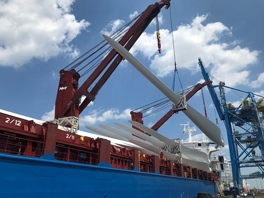 Gulftainer USA delivers largest wind turbine blades in record time