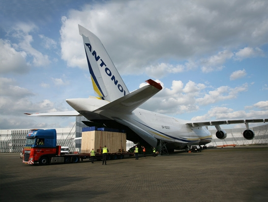 ANTONOV transports giant compressors loaded with AN-124-100s unique crane system