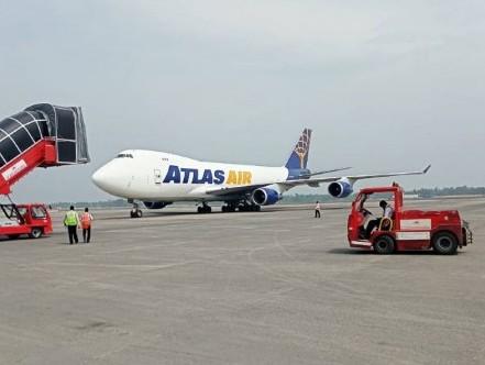 Atlas Air freighter lifts 110 tonnes of transhipped export cargo of Bangladesh from Kolkata