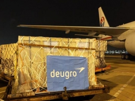 deugro airlifts 21 metric tonnes of petrochemical equipment from Shanghai to Singapore