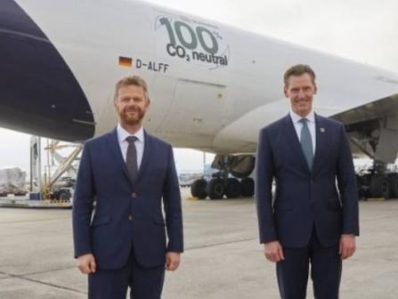 Lufthansa Cargo and DB Schenker start first CO2-neutral freight flights