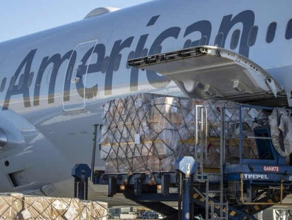 American delivering communication equipment to/from Netherlands