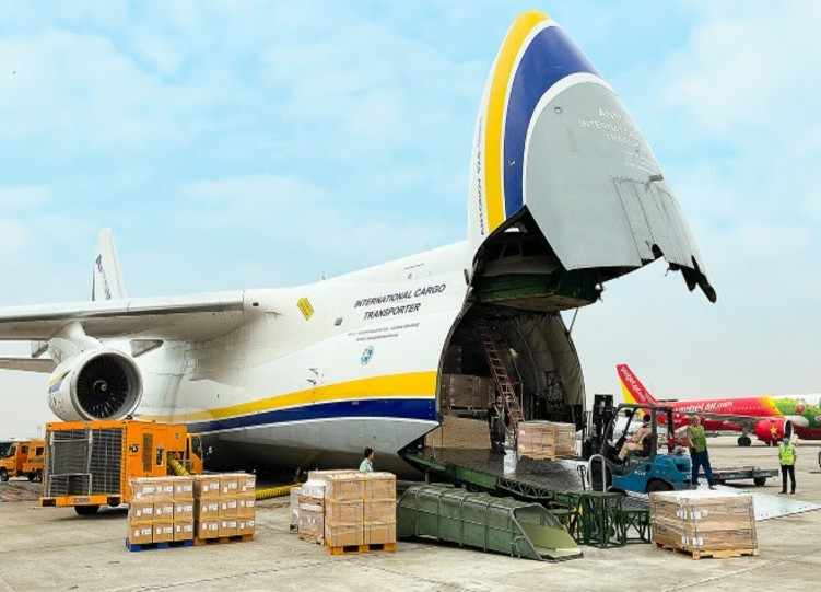 Antonov Airlines delivers automotive parts from Asia to US