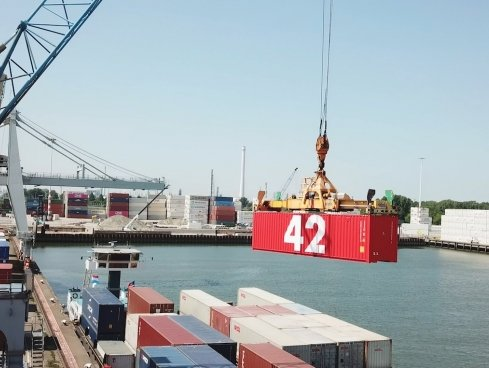 Port of Rotterdam's Container 42 to get Traxens' technological expertise