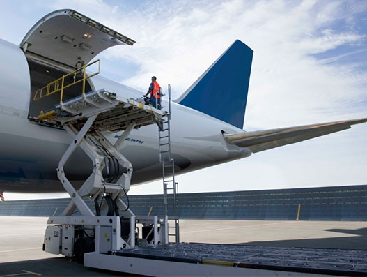 Air Charter Service transports 100 tonnes of confectionary to Peru