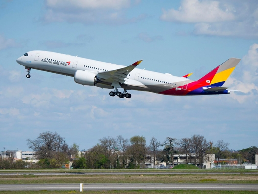 Asiana Airlines receives first A350-900