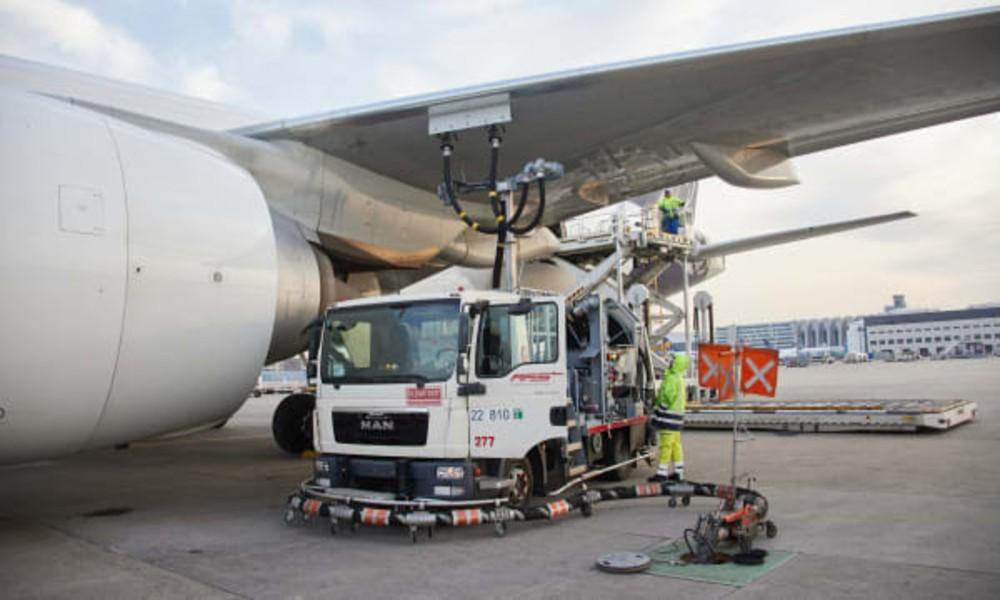 DB Schenker, Lufthansa Cargo's first carbon neutral cargo flight takes off