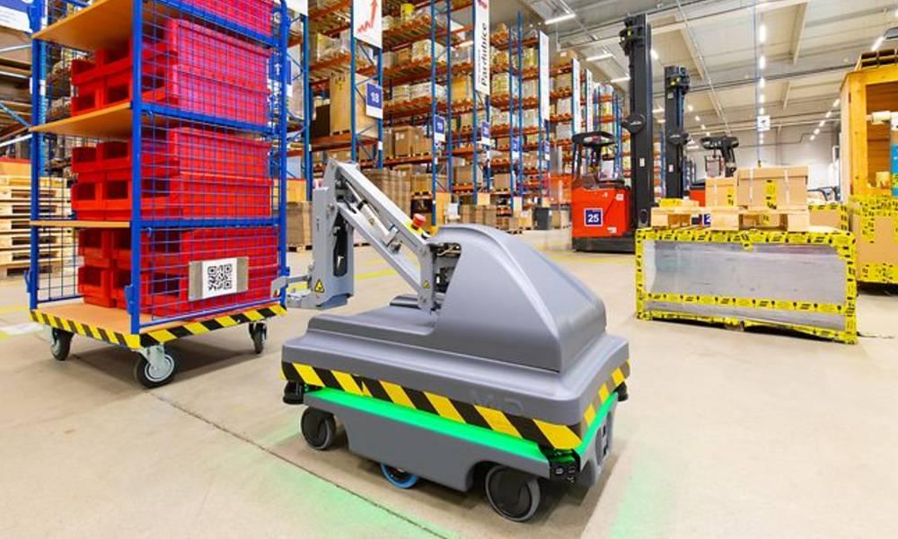 DB Schenker starts operating its first logistics robot in the Czech Republic
