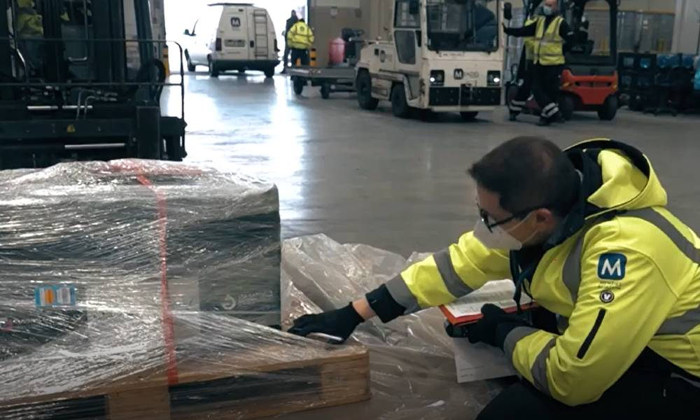 Menzies Aviation provides support for early vaccine shipment to Budapest