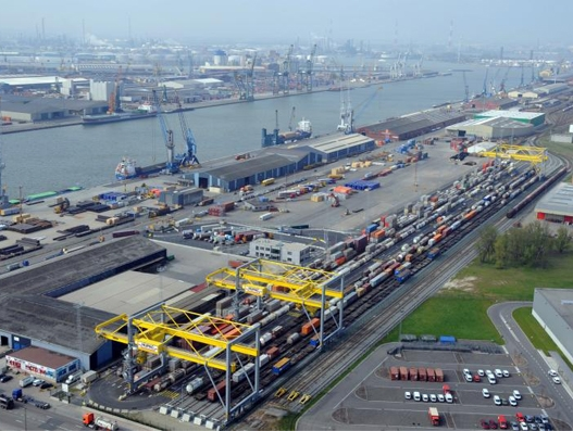 Port of Antwerp ends 2016 with record 214 million tonnes of freight