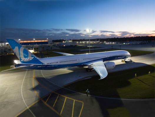 Boeing rollout its new 787-10 Dreamliner