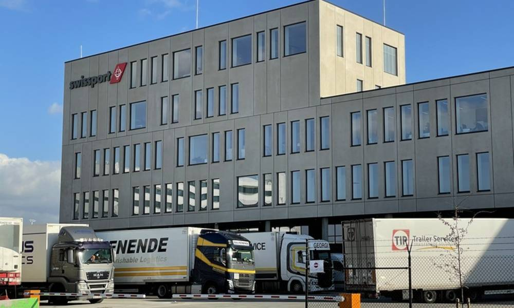 The opening of the office building allows Swissport to further improve the flow of trucks with a dedicated on-site queuing area right in front of the new acceptance office.