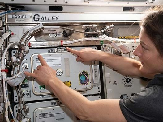 va-Q-tec's VIPs enter NASA's FRIDGE