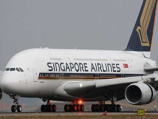 Singapore Airlines cuts capacity by 96% as border controls tighten