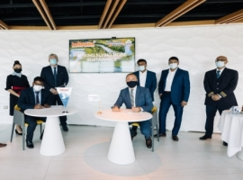 The AFKLMP Cargo SAF contract was signed at the regional Air FranceKLM office in Dubai, United Arab Emirates, by senior representatives of both companies.