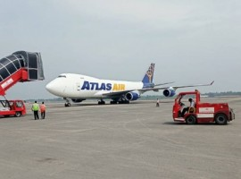 Atlas Air Boeing 747 freighter lifts 110 tonnes of transhipped export cargo of Bangladesh from Kolkata to Zaragoza for Inditex.