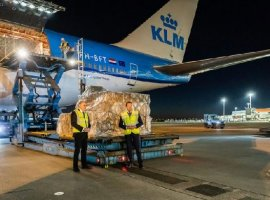 On April 20, the first KLM Boeing 747 with medical supplies from Shanghai landed at Schiphol Airport. By expanding the air bridge between the Netherlands and China, the Netherlands is assured of a continuous flow of relief supplies