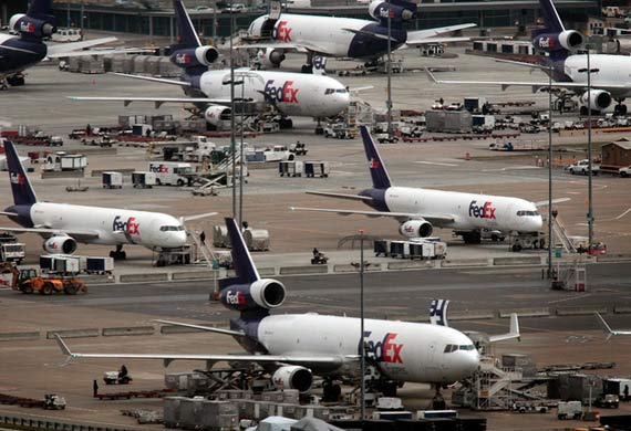 FedEx reaches tentative agreement with pilots' union