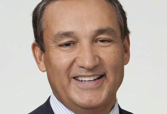 United Airlines names Oscar Munoz as CEO