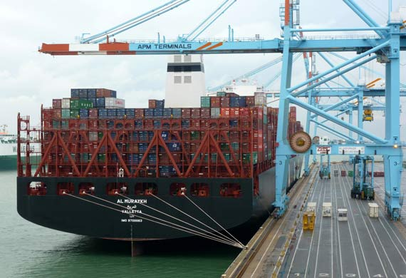 18,800 TEU vessel pays maiden call to APM Terminals